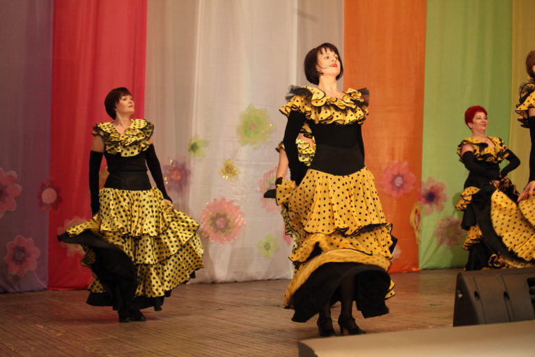 Танцы-танцы (дом культуры Краснообск)